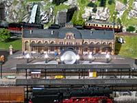 Lautsprecher und 6 Lämpchen im Bahnhof