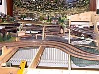 Tunnelportale und Viadukt sind aufgestellt